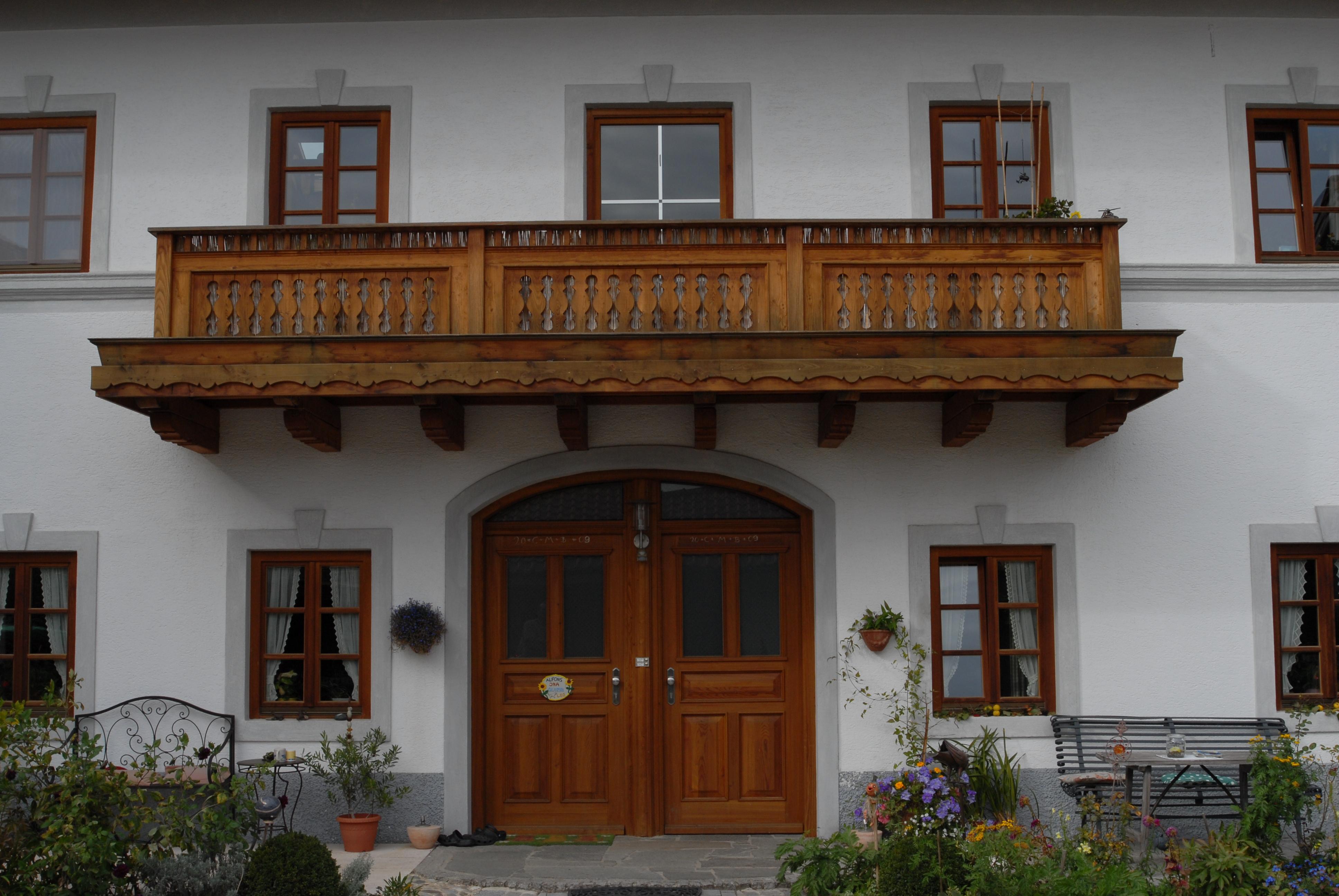 Lehmbau Schmitt aus Rosenheim in Bayern. Die erste Adresse für alle Ihrer Bauarbeiten mit dem Naturbaustoff Lehm